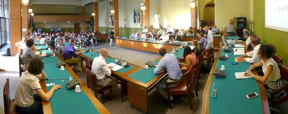 Voto a favore del consiglio Cantù, Arosio rimane sindaco