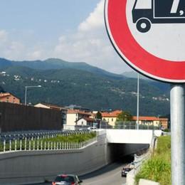Viadotto vietato  ai mezzi pesanti  Si rischia il caos