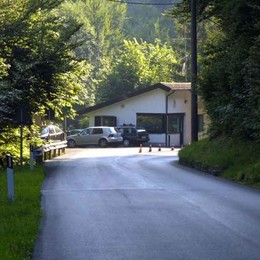Lanzo, smottamenti in Svizzera  Chiuso il valico della Valmara