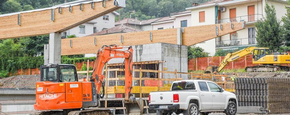 Como: Iperal in via Bellinzona  e a Muggiò si demolisce