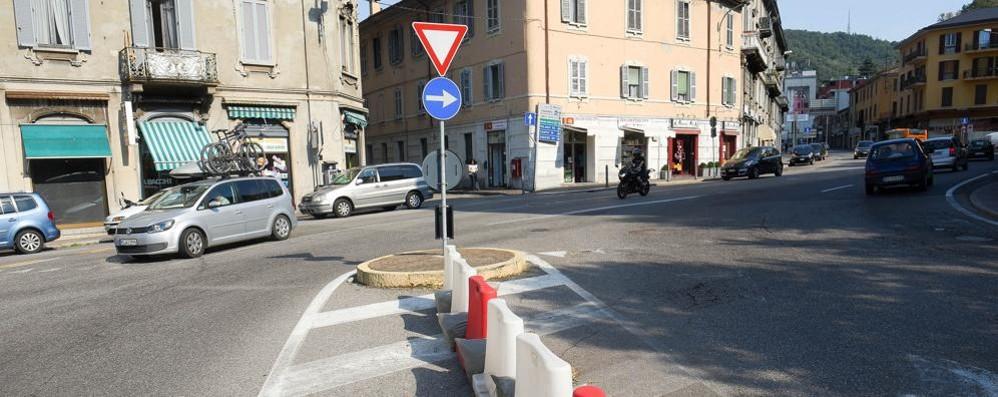Piazza San Rocco e via Milano alta  Con la rotatoria addio telecamera