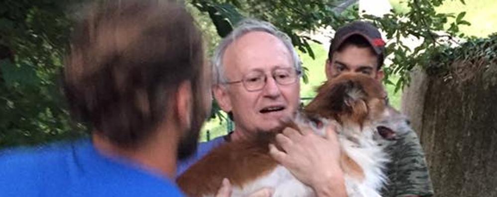 Il padrone è in ospedale  Il cane lo cerca per un mese