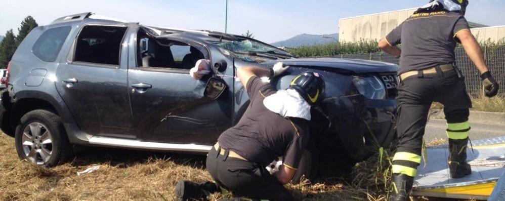 Auto ribaltata a Orsenigo  Ferito grave ma cosciente
