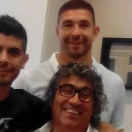 In trasferta da Genova a Guanzate   «Per un taglio di capelli alla Icardi»