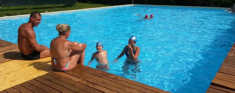 Olgiate, happy hour in piscina  «Un'opportunità per nuovi clienti»