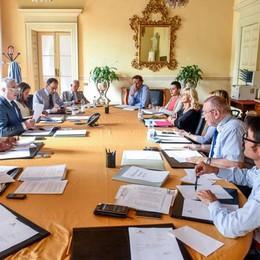 Il nuovo dirigente? Non più di 55 anni  Polemica sul bando del Comune di Como