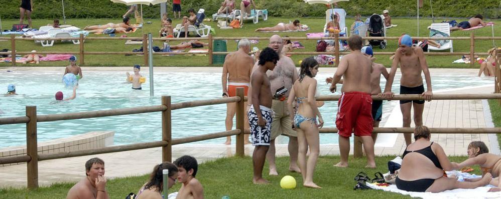 Villa guardia allarme conti in piscina ma nessun rischio per i bagnanti como cintura villa - Piscina olgiate comasco ...