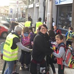 """Mancano gli accompagnatori  Il """"piedibus in andata a Olgiate"""
