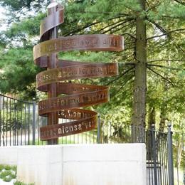 Monumento per don Aldo Fortunato costruito da suoi ragazzi