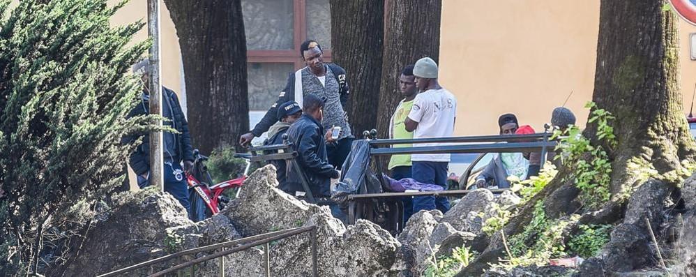 Migranti in piazza San Rocco Presidio dell'estrema destra