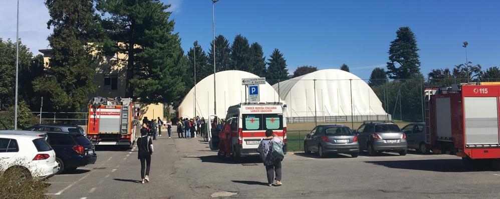 Telefonata anonima a scuola  Evacuata la media di Villa Guardia