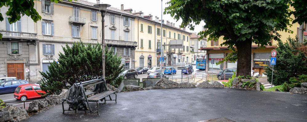 Aggredito dopo una lite  in piazza San Rocco