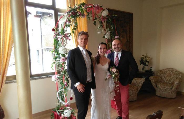 Zhanna Voskoboynik e David Richter Flata gli sposi, con Giacomo Cofferati