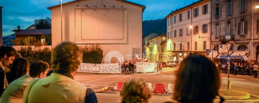 Presidio in piazza San Rocco  Trenta persone contro i migranti