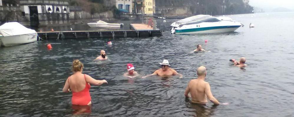 Capodanno sul lago  Tra fuochi e un tuffo nel lago gelato