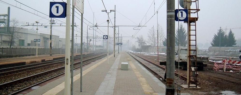 Investita e uccisa dal treno  Bloccata la linea Milano-Chiasso