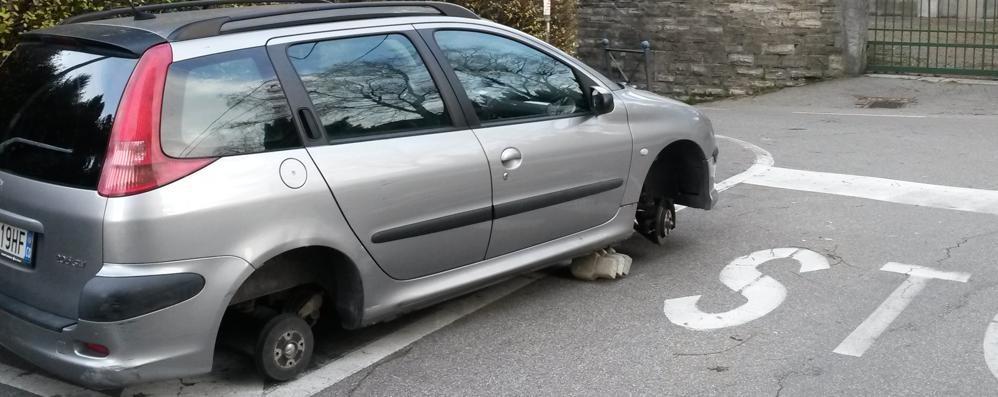 """Olgiate, via le quattro gomme  Auto """"appiedata"""" dai ladri"""