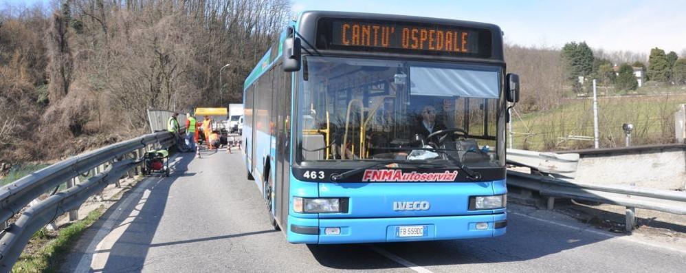 """Asnago, i bus e il ponte chiuso  Corse modificate e a """"staffetta"""""""