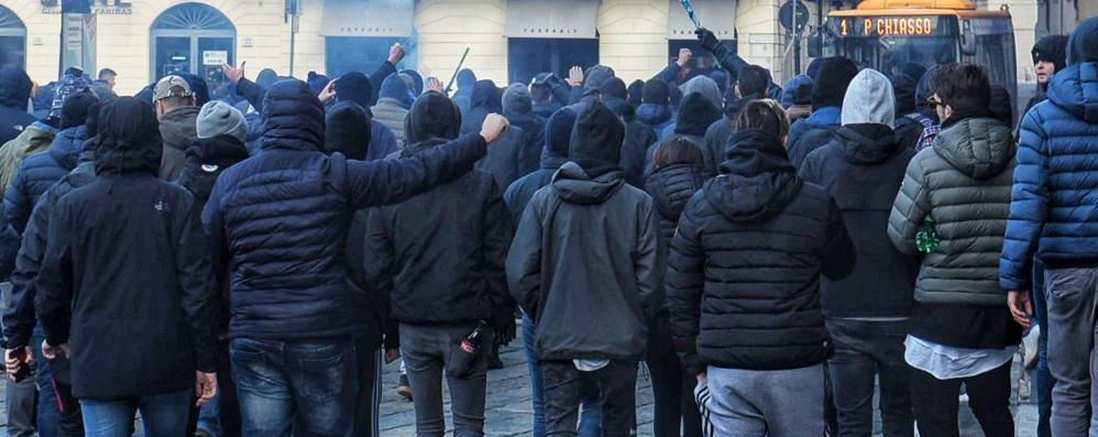 Derby, tensione in città Sassi e bombe carta  lanciati in viale Rosselli