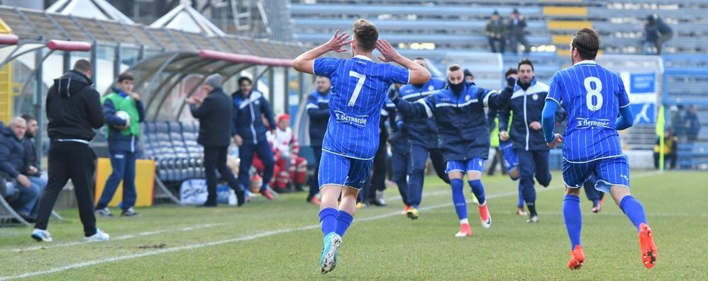 È azzurro il cielo sopra Como Varese battuto 3-1 nel derby