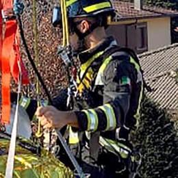 Malore in casa, è gravissimo  Soccorso dai vigili del fuoco