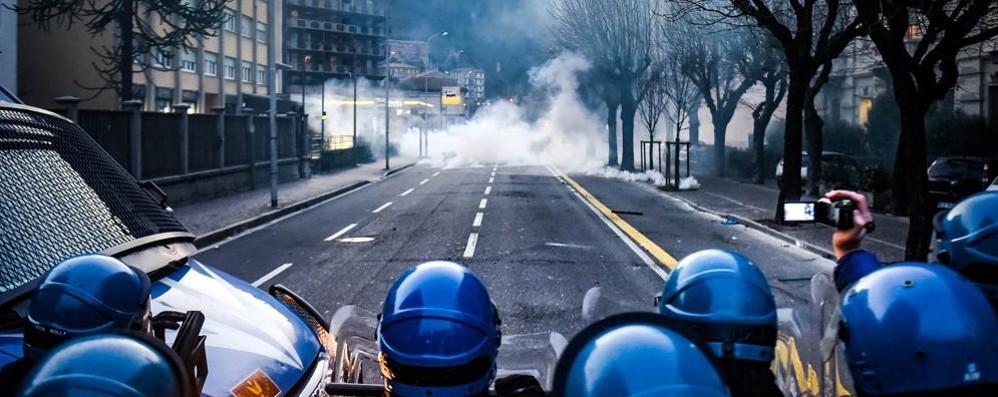 Scontri allo stadio  Critiche dal sindacato di polizia  «Rischio sottovalutato»