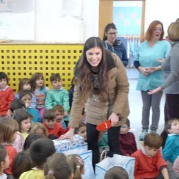 La tivù slovena a Erba  all'asilo Gianetti con i regali