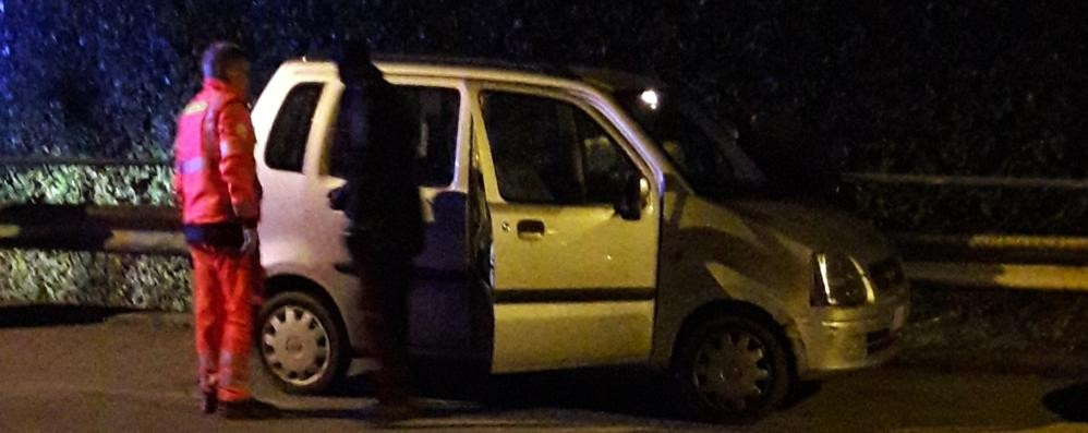 Carugo, si sente male in auto  Si sospetta un'overdose: grave