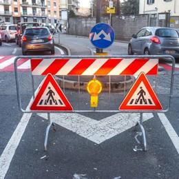 Il passaggio pedonale a rischio  Viale Masia, spunta la transenna