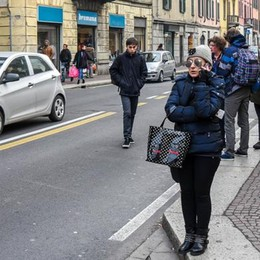 Ruba un paio di jeans e picchia la cassiera  Arrestato un giovane in via Milano
