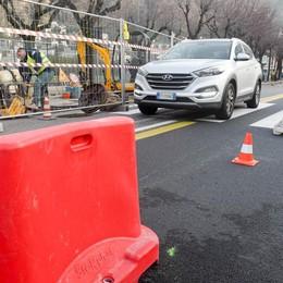 Cantiere in via Torno  Senso unico alternato  lunedì e martedì