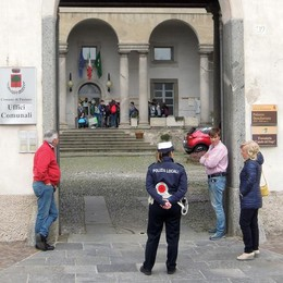 Pusiano: prof avvelenata, collega e amica  fianco a fianco in tribunale a Como