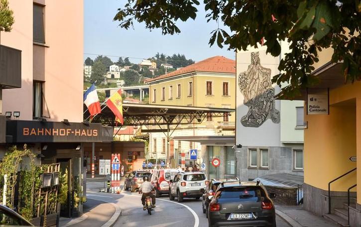 Ticino, indietro tutta  Richiesto lo stop della Lia,  l'albo degli artigiani