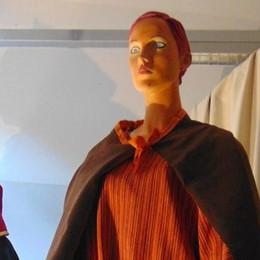 Domani torna la Giubiana a Cantù   Con i capelli rosa e un abito arancio