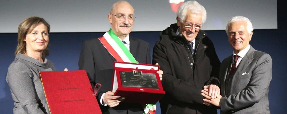 Orsenigo, Forte (Eldor) cittadino onorario  Festa alla corporation nata in un garage