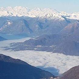 """La nebbia che """"cancella"""" il lago  Guardate che meraviglia"""