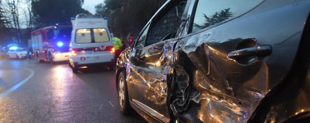 Scontro frontale a Lora Due feriti, traffico bloccato