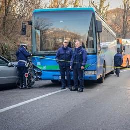 Auto contro un bus sulla Briantea  Traffico impazzito, tutti in coda