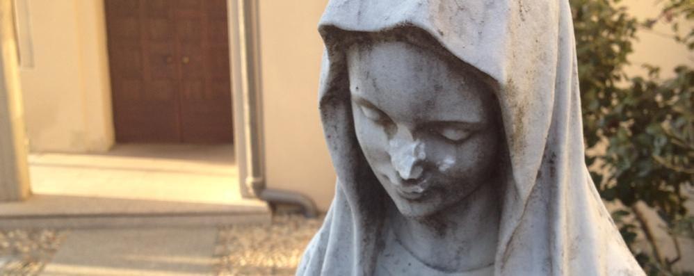 Cascina Amata, blitz dei vandali  Mozzati naso e mani alla Madonna