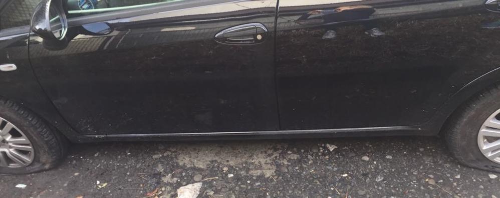 Dongo, vandali al circolo Cagiva  Tagliate le gomme delle auto