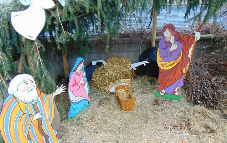 Vertemate, vandali al presepe  «Hanno rapito Gesù Bambino»