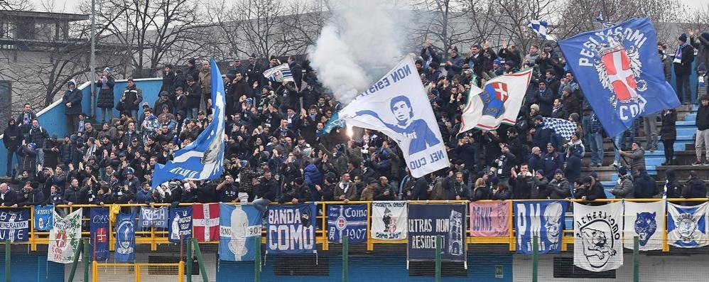 Tifosi Como, aspettando il derby erano in cinquecento ieri a Sesto