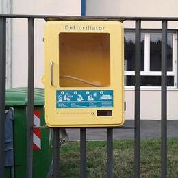 Mariano, rubano il defibrillatore   È sparito dal cancello della scuola