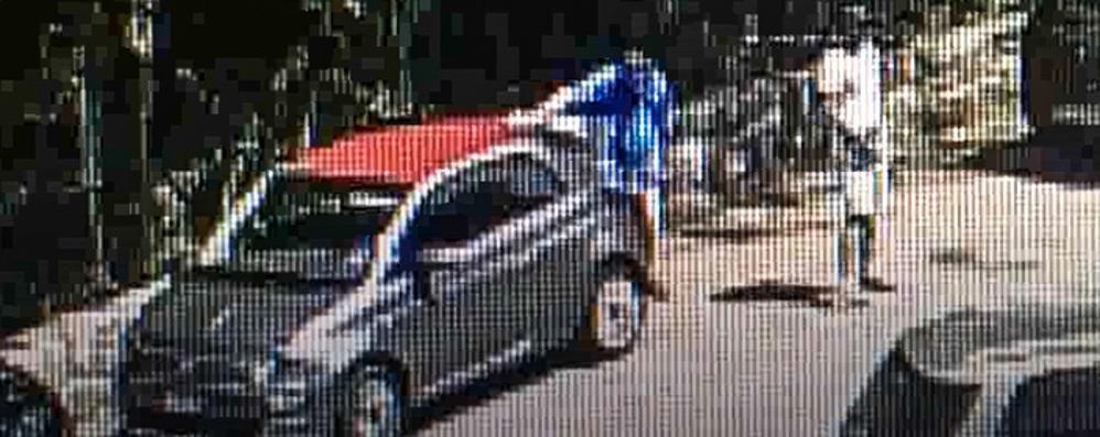 Furti in auto a Menaggio  Scoperti dalle telecamere   GUARDA IL VIDEO