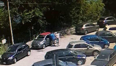 Menaggio, rubano sulle auto parcheggiate