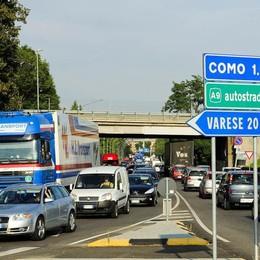 Il blocco per chi inquina beffa i Comuni  Senza controlli 200mila veicoli al giorno