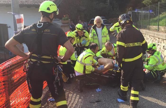 I soccorsi al motociclista ferito