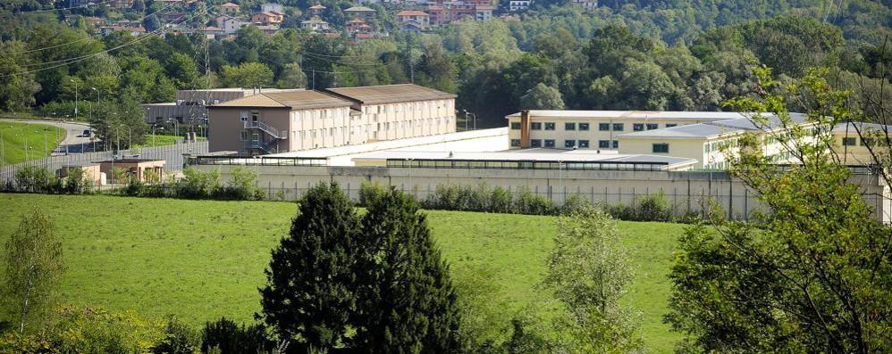 Fiamme in carcere  Evacuati 65 detenuti
