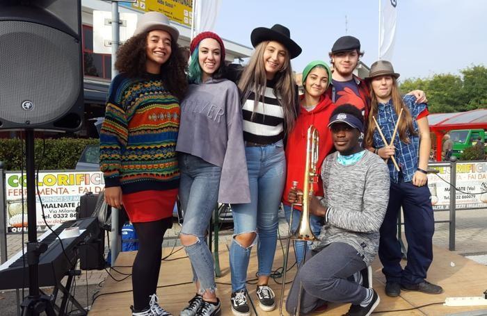 artisti di strada mad hatters cagno