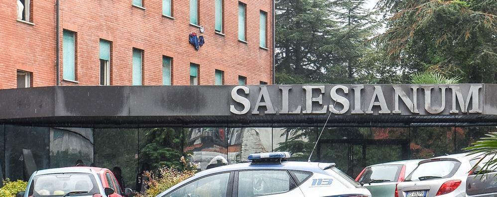 Tavernola, delitto al centro migranti  La vittima gettata da un balcone